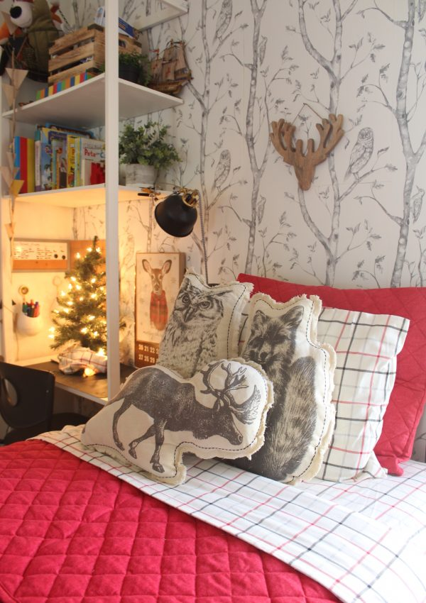 A Cozy Kids Christmas Bedroom